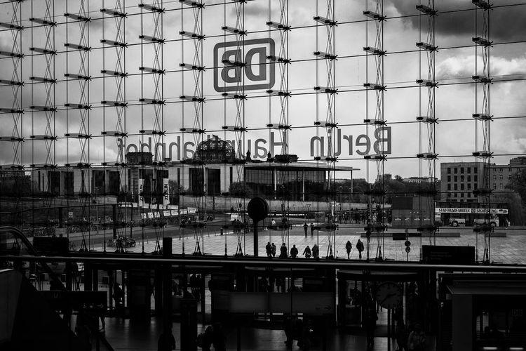 Architecture Berlin Built Structure City Day DB Glass Hauptbahnhof Hauptbahnhof Berlin Lehrter Bahnhof Main Station  Main Station Berlin Real People Sky