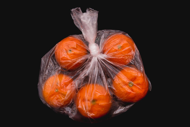 Oranges closed in plastic bag Bag Plastic Plastic Bag Food Fruit Fruits Organic Organic Food Vegetable Vegetables Closed Wrapped Plant Protection Red Store Supermarket Transparent Vitamin Juicy Juicy Fruit Nature Ripe Ripe Fruit Arrangement Bright Black Background Freshness Fresh Ingredient Ingredients Healthy Eating Healthy Food Cut Out Environmental Conservation Environmental Damage Buy Buying Inside Natural Condition Raw Food Diet Dieting Ready-to-eat No People Banana Apple Orange Wellbeing Still Life