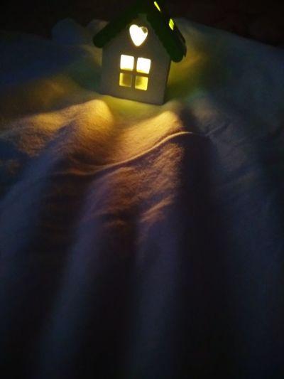 Odalarda ışık Yüzerdi Ve Bizimdi.