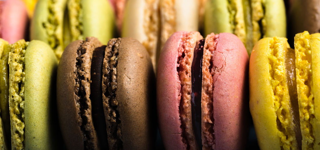 macarons close up   daylight food photography Food And Drink Food Close-up No People Indoors  Multi Colored Still Life In A Row Sweet Food Freshness Sweet Side By Side Macaroon Macarons Food Photography Foodphotography Daylight Photography Nikonphotographer