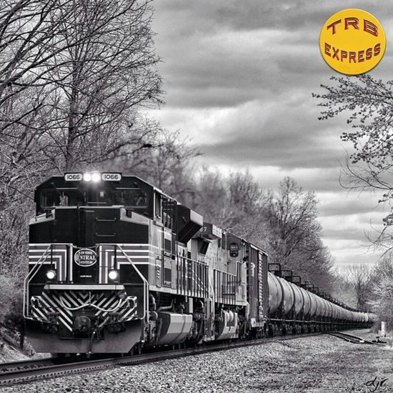 Trains_worldwide Rail_barons Trailblazers_rurex Trb_collabs Trailblazers_urbex Trb_autozone Bipolaroid_asylum Trainphotography Splendid_transport Trb_country Jj_transportation Ig_photolove Trb_random Trb_bnw Trb_rural Ig_shutterbugs Loves_transports Trb_express Railmarkable Railways_of_our_world Railfans_of_instagram Courageous_art Ig_trainspotting Trains_r_the_best Train_of_our_world Trainportal Eisenbahnfotografie