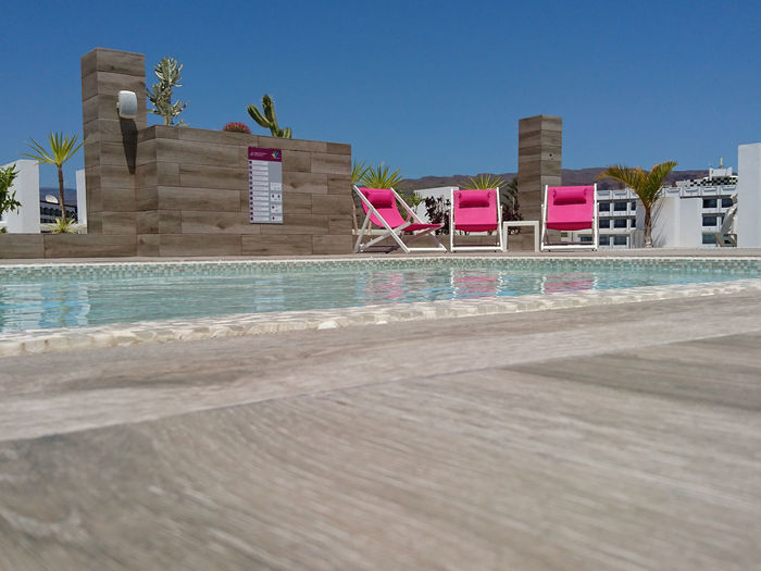 Built Structure Clear Sky No People Pink Color Pink Sunbeds Pinke Sonnenliegen Sunbeds At Pool Water