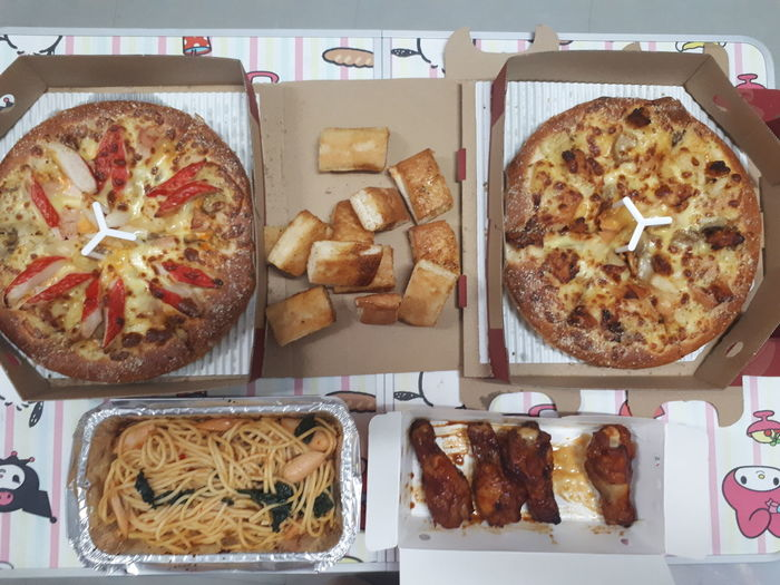Free Food Pizza Eat Ready-to-eat Good Times Goodtaste Delicious Unhealthy Eating Happy :) Just Smile  Chilling Food And Drink Chickens Spaketty Italian Food Junk Food Freedom Favoritethings Favoritefood Food Food And Drink Freshness Directly Above Indoors  No People Ready-to-eat Day Close-up