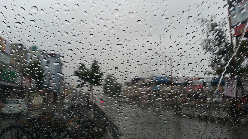Raining Sunday !!! Check This Out Taking Photos