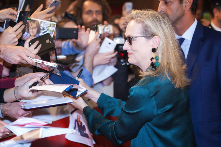 Rome, Italy - October 20, 2016. The American actress Meryl Streep on the red carpet at Rome Film Festival, greets fans and signs autographs. At the Auditorium Parco della Musica. Autographs Celebrities Famous People Fan Merylstreep Red Carpet Rome Film Festival Scenic Red Carpet Event Actor Meryl Streep News Redcarpet LifeIsGood💜 Actress Rome Film Fest Celebrity
