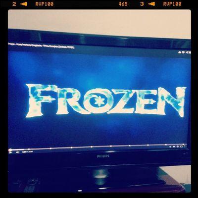 LET IT GOOO, LET IT GOOO!!! HAUHAUHAUHA partiu ver d novo esse filme :B Frozen MOVIE Friends