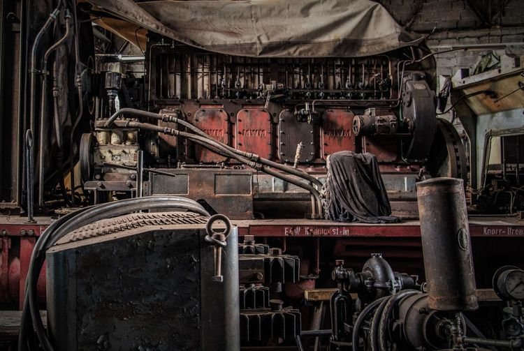 Minimalism Focus On Foreground Machine Nostalgie Machine Part Taking Photos Stationary Machinery Railroad Station From My Point Of View Old Engine Engine Room
