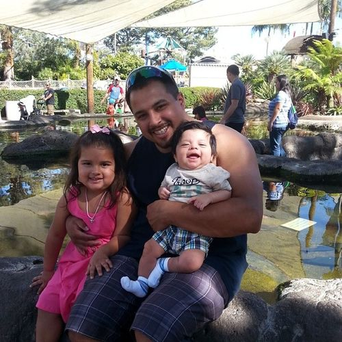 Great day for a family outing. Seaworld Sandiego Whyamineverinfamilypictures