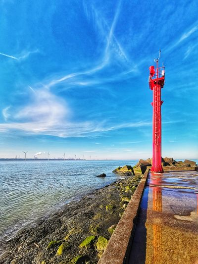 Ciel, terre et mer Huaweiphotography Mate 20 Pro Mate20pro Huawei Photography Holland 💕 Waterweg Water Sea Lighthouse Beach Blue Red Sky Horizon Over Water Cloud - Sky Boat Longtail Boat Seascape Calm Coastline Mast