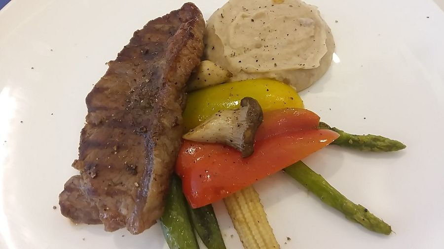 Steak Dinner Sirloinsteak Veggies Steaks Lifeasiseeit John Nelson Food Stories Food And Drink Food Healthy Eating Freshness Plate Close-up No People Ready-to-eat SLICE
