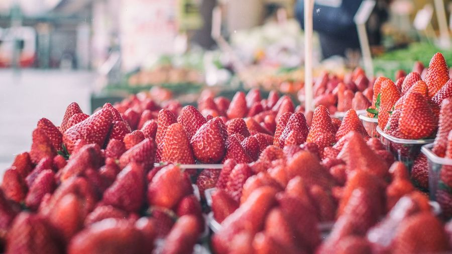 Close-up Day Farmer's Market Food Food And Drink Freshness Fruit Large Group Of Objects Market Outdoors Red Retail  Strawberry Strawberry Fields Forever Sunny Day Vitamins The Week On EyeEm