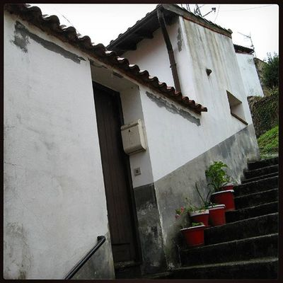 Ig_europe Ig_spain Ig_cantabria Arquitectura Architecture Loves_architecture Loves_doorsandco Loves_spain Streetphotography Loves_cantabria Estaes_cantabria Comillas Испания Кантабрия Комильяс уличноефото архитектура Comillas, Cantabria.