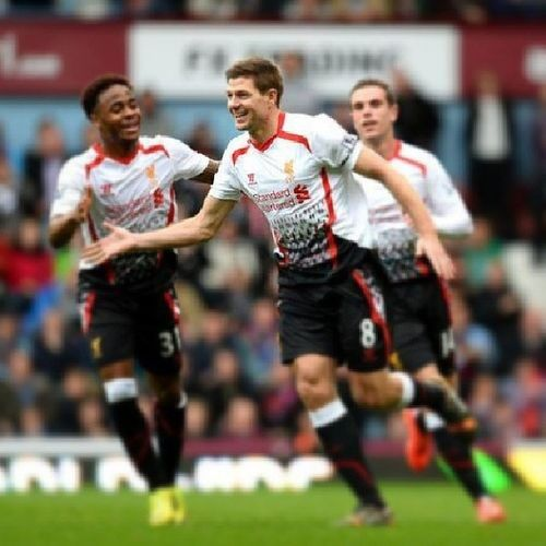 Y con dos goles de StevieG, Liverpool sigue puntero en la premier! Enorme capitan! Stevengerrard Gerrard Stevieg Youllneverwalkalone YNWA LiverpoolFC BarclaysPremierLeague
