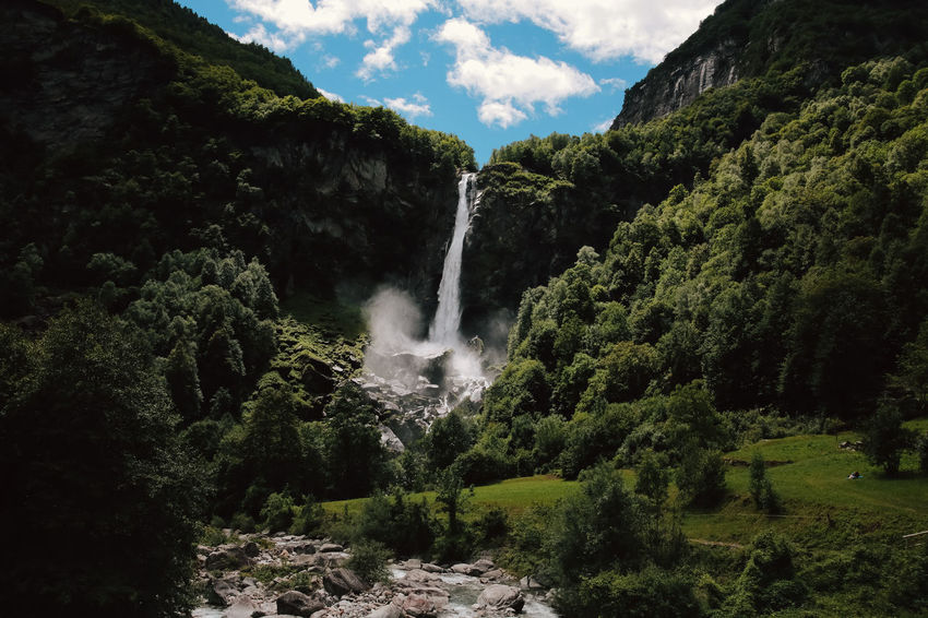 Cascata di Foroglio, Val Bavona, Canton Ticino, Svizzera Cascade Mountains Falling Wildlife & Nature Beauty In Nature Cascade Cascata Falling Water Forest Into The Woods Landscape Motion Nature No People Outdoors Power In Nature Scenics Switzerland Ticino Tranquil Scene Tranquility Tree Water Water In Motion Waterfall Waterporn