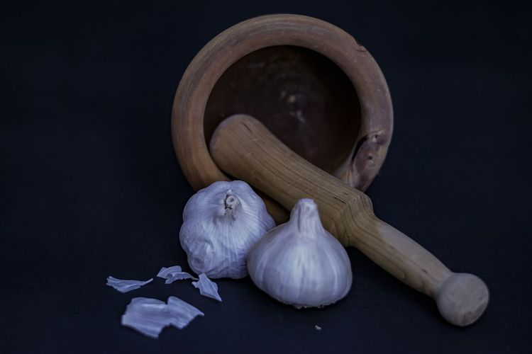 EyeEm Selects Garlic Food Ingredient Food And Drink Vegetable Spice Garlic Bulb Freshness Healthy Eating Black Background Indoors  Wellbeing Wood - Material No People Dark Still Life Scented Studio Shot Full Length Nature