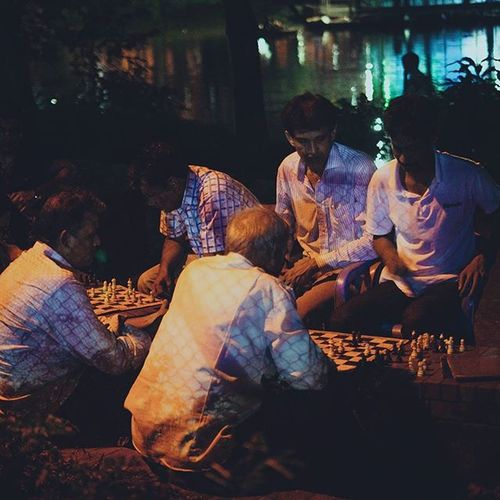 Street Night Dhanmondi Dhaka Chess Game Play Young Old People Life Fun Streetphotography Photography Instragram Instatravel Fuji Xe1 TTLBD Ttlinstapic Ttlinstapick