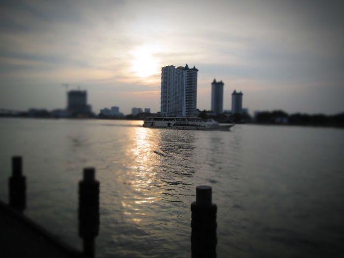 Sawasdee World. EyeEm Thailand Chao Phaya River ,Enjoy The River, Enjoying The View Enjoying Life . Walking Around Taking Photos .