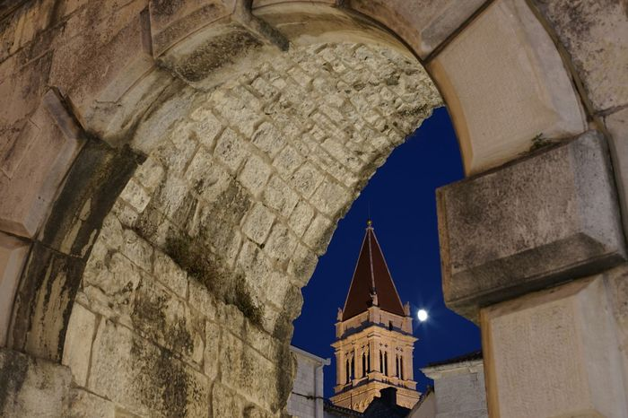 Trogir Bildfolge Croatia Detail Architecture Photography Sky Outdoors Church Night Arch Archway Churchtower Atmosphere Photography Old Town Full Frame