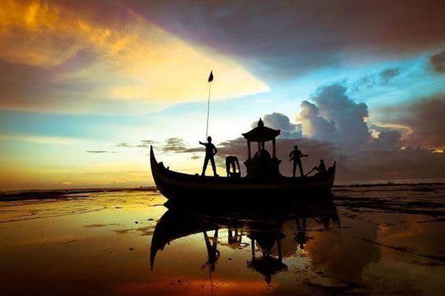 The local brand of Pekutatan... Pangkungjukung Beachinwestbali Sunset Statue Coralbeach Visitwestbali Puridajumawestbali