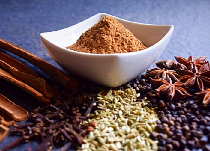 Freshly grounded chinese five spice Fennel Fennel Seeds Cloves Black Peppercorns Star Anise Cinnamon Spices Of The World Ingredients Ingredient Superfood Aroma Authenticfood Authentic Food Chinese Chinese Food Cooking Cooking At Home Cooking Dinner Spices Spice Medicinal Ayurvedic Ayurveda Culinary Cuisine
