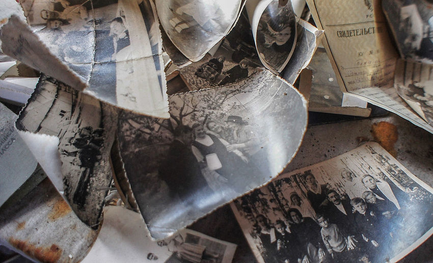 Old photos are in a mess Abandoned Close-up Forgotten High Angle View Indoors  Memories No People Photos Workshop