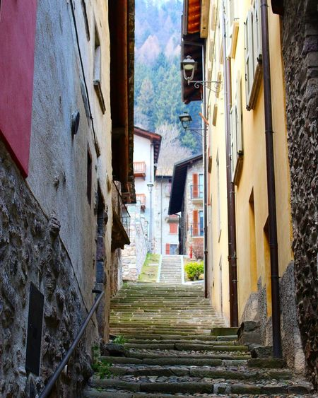 Scorci di Gromo. Eos1300d Mountains Gromo Lombardia Italy Italy Borgo Antico Landscape_Collection Medieval Architecture Medieval Landscape Town TOWNSCAPE Stairs View Rock Road Weekend Sunday Wanderlust Wandering Travel Photography Travel Nature Nature_collection Building Exterior Day Outdoors Sky