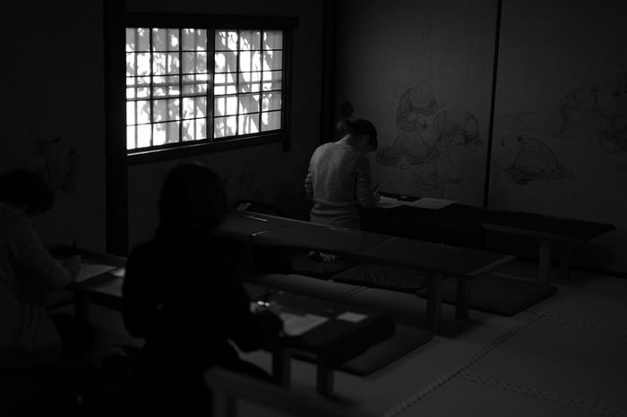 Light And Shadow Photography モノクロ B&w Street Photography Blackandwhite Photography Black And White Photography Monochrome Black & White Black And White 建仁寺 京都 Kyoto Candid Temple Taking Pictures