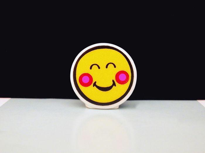 Irresistible Smile Item Huge Smile Pink Cheeks Yellow Black Red Pink Smiling 4x3 Reflet Freshfilter