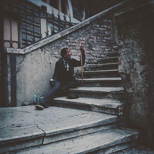 Beggar... Igersrome Streetlife Streetshots Urbanshots Jj_sombre Gloomgrabber