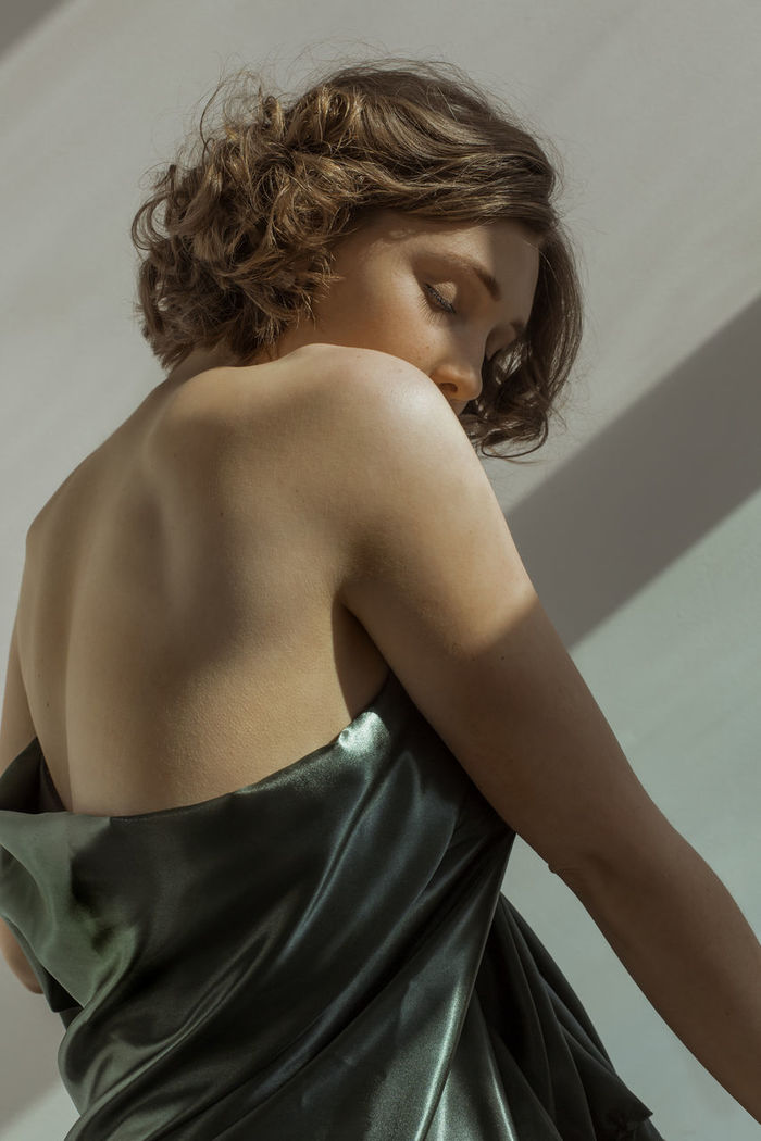 REAR VIEW OF WOMAN STANDING WITH HAIR