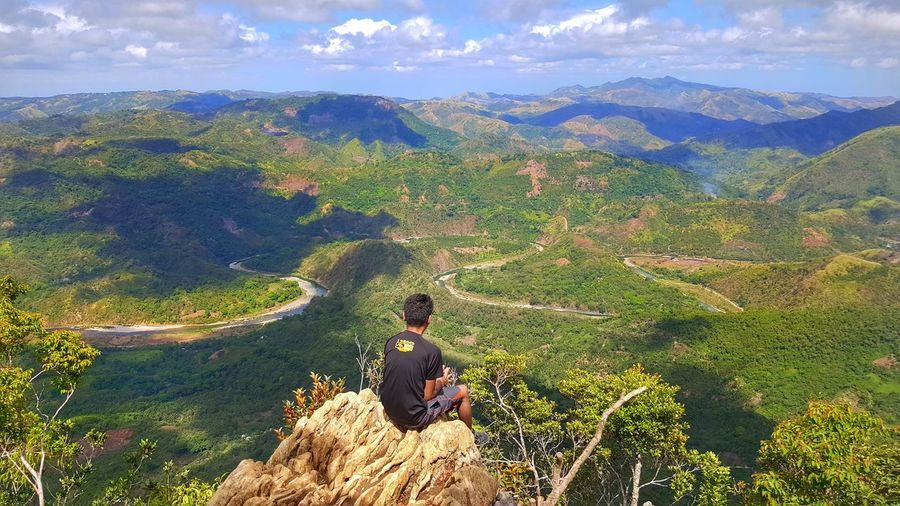 Sometimes you need to sit alone and be with the nature! EyeEmNewHere Naturelovers Moutaineering Mountains Mountain Climbing Mountain Hiking