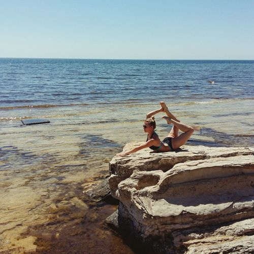 Beach Sea Summer Yoga ॐ Yogapractice Yogainspiration Yogaeverydamnday World Beutiful  Girl Summertime Beauty In Nature