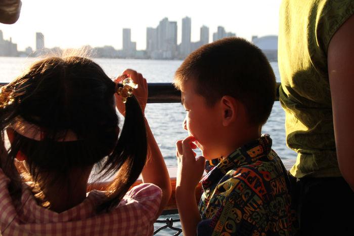Sunset Kids City Skyline Lake Two Kids Summer Lake View Boat Sailing