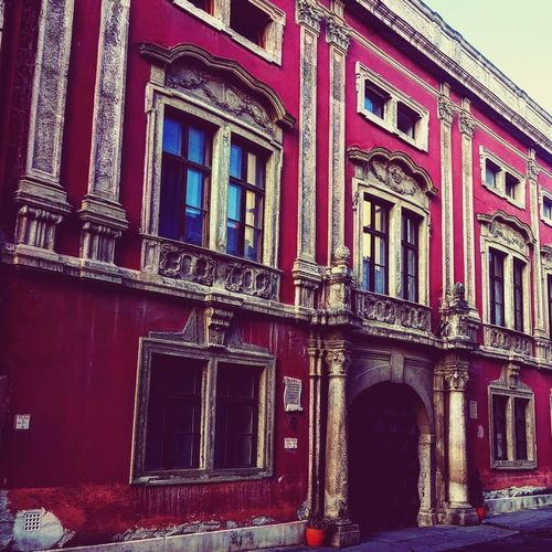 City Window Red Built Structure Architecture Building Exterior Sunlight No People Curtain Outdoors Fresco Day All_shots Worldwide_shot Traveling Photography Hdr_Collection Old-fashioned Hdr_edits Scenics Vacations EyeEmBestPics Travel Destinations GDR Cold Days Destination Landscape Adapted To The City Beauty In Nature