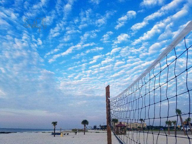 Amazing blue beach sky.. always look up. 💙