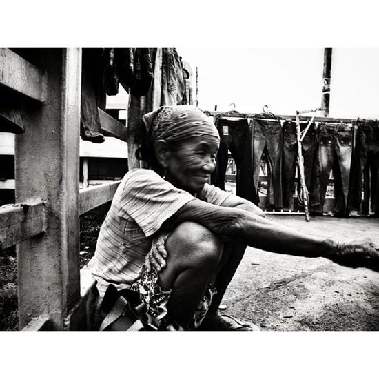 IGDaily Igmanila Monumento Igorot Monochrome P7000 Portrait Nikon Stranger Streetphotography Streetstyle