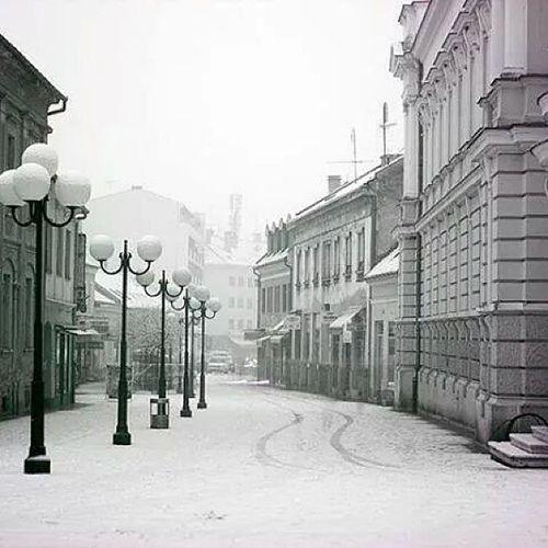 Požeška pješačka Pješačkazona NekaD Požega Moj grad walkerszone my town olddays before street lamps uličnesvjetiljke zima winter blacknwhite