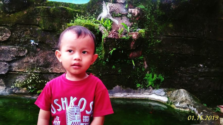 Happy😊 Filter Filterphotography First Eyeem Photo Happy Goodlife Instagood INDONESIA Red Oskosh Baby Water Portrait Childhood Child Headshot Looking At Camera Elementary Age Boys Front View Close-up First Eyeem Photo