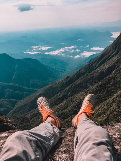Que varanda! Low Section Human Leg Personal Perspective Mountain Body Part Human Body Part Real People Lifestyles Shoe Leisure Activity Beauty In Nature Nature Men Scenics - Nature Day People Tranquility Mountain Range Outdoors The Traveler - 2018 EyeEm Awards