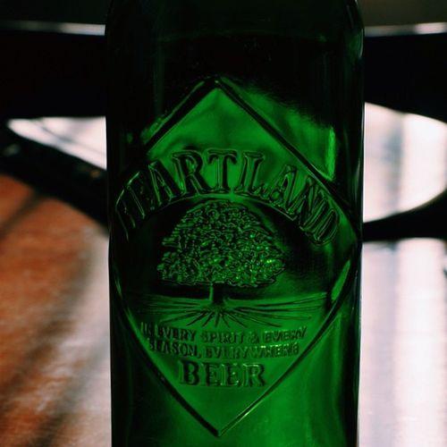 相変わらず美しい瓶。 まだまだ明るいですが、今日は気分が良いので一杯。 . Bottle as beautiful as ever. I drink beer it is still bright, but the mood is good today. .  ビール Beer  キリン Kirin ハートランド heartland 麒麟麦酒 瓶 いい気分 feelgood 緑 green