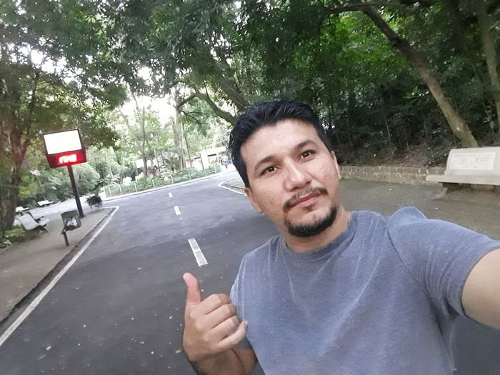 dia de lazer em Campinas Edinaldomaciel Edinaldo Campinasp FAMILIA♥ Bosque Bosque Em Campinas Passeio  Jequitibas Arvore árvores Arvores... 🌿❤ Tree Portrait Road Looking At Camera Men Cigarette  Smoking Issues Smoking - Activity Cigarette Lighter Marijuana Joint No Smoking Sign Cigarette Butt Tobacco Product Unhealthy Living Bad Habit Addiction Cigar Smoking Ashtray