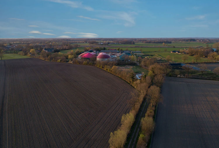 Biogas plant for generating electricity and generating energy during a drone flight Biogas Biogas Plant Biogasanlage Bio Power Cogeneration Energy Biomass Agriculture Corn Power Generation Heat Generation Agra Bio Bio-waste Biological Bio-methane C02 Power Plant Renewable Field District Heating Gas Generator Grain Methane Natural Plant Raw Materials Silage