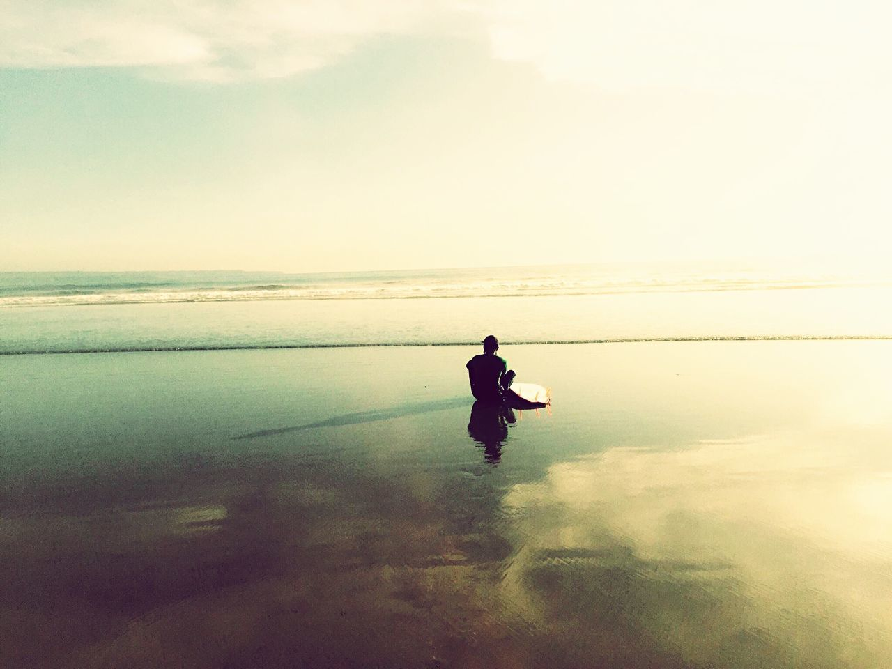 sea, water, real people, one person, nature, scenics, beauty in nature, sky, leisure activity, tranquil scene, reflection, horizon over water, tranquility, lifestyles, full length, outdoors, men, standing, sunset, beach, day, young adult, people