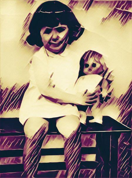 Dolls SINIESTRAS Looking At Camera Indoors  Portrait Vintage Photo Terror Childhood Fear Fear Of The Dark Dark Diabolicalphoto Diabolic Dolls Muñeco Diabólico Oscuridad Miedos Old-fashioned Old Pic  ArtWork
