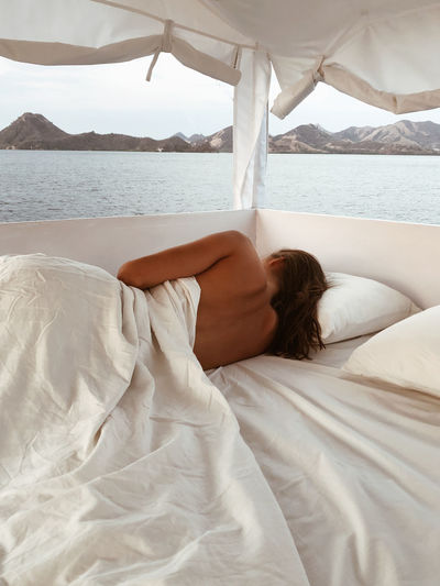 Boat trip Komodo National Park Flores Komodo Komodo National Park Komodo Island INDONESIA Boat Bed Outdoor Woman No Face Girl Trip Vacation Travel Lifestyle Beautiful Beautiful Woman One Person Relaxation Lying Down Furniture Lifestyles Real People Young Adult Water Leisure Activity Adult Women Resting Sea Hair White Color Young Women Hairstyle Outdoors