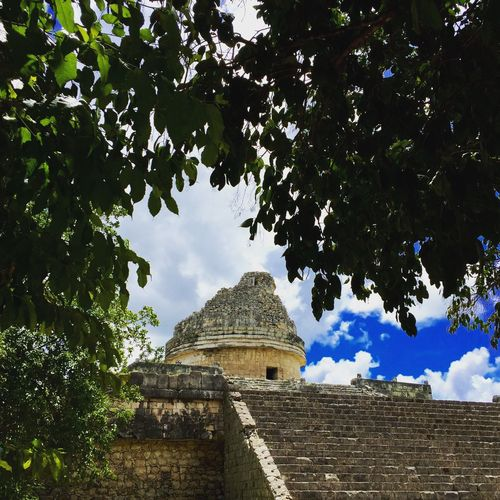 The astronomical observatory at Chichen Itza, Yucatán México #Yucatan Ancient Architecture Ancient Civilization Architecture Astronomy Building Exterior Built Structure Chichenitza Church Cloud Growth History Mayan Mayanculture Mexican Culture Mexico Myfavoritephoto No People Observatory Old Outdoors PrehispanicEra Religion Ruins Sky