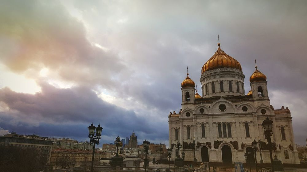 Cloud - Sky Architecture Religion Travel Destinations No People Outdoors Place Of Worship Orthodox Orthodox Church Spirituality Cathedral Cathedral Of Christ The Savior Building Exterior