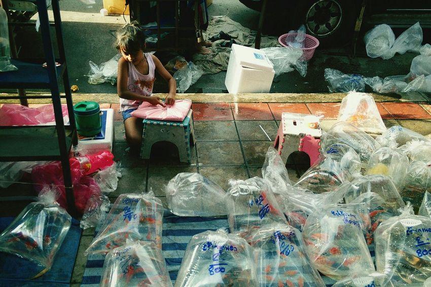 Jjmarket Bangkok Child Girl Labor Streetphoto_color Street Photography Streetphoto Streetphotography