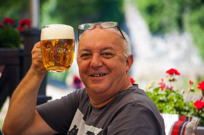 Prost, zum Wohl! - cheers The Portraitist - 2018 EyeEm Awards Stimmungsbild Hofi Bier Prost! Trinkspruch Adult Alcohol Beer - Alcohol Beer Glass Cheerful Drink Freshness Genießen Happiness Leisure Activity Lifestyles Eye4photography  Best Shots Hofi Portrait Of A Friend One Person Outdoors Real People Smiling Hofis Premium Collection Crafted Beauty Food Stories Holiday Moments