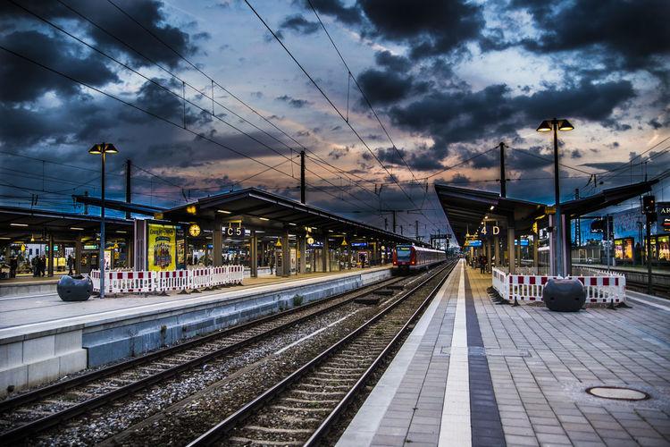HDR Munich Outside Pasing Puplic Sunset Surrealism Train Train Station Transportation